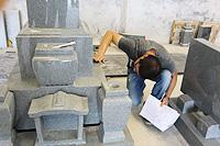 3.CAD図面作成から中国製造工場への指示・監修・検品まで「石材のプロ」として対応。